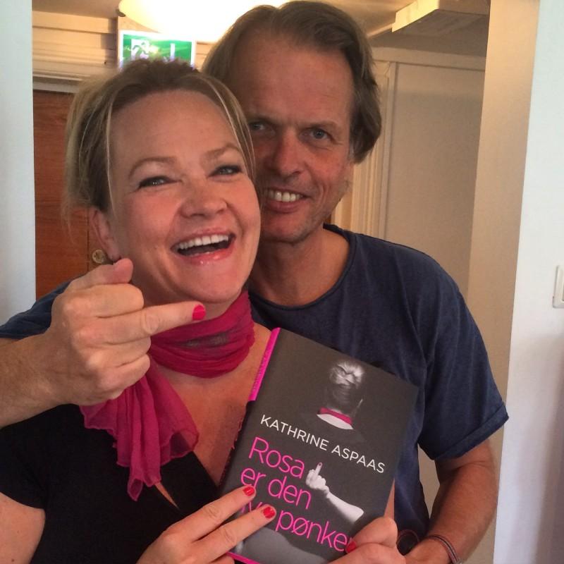 Forlagssjef Erling Kagge digger rosa pønk. Heldige meg som har en sånn forlegger!